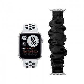 Conjunto composto por Apple Watch Nike SE GPS 40 mm prateado e bracelete adicional Loop Pop preta